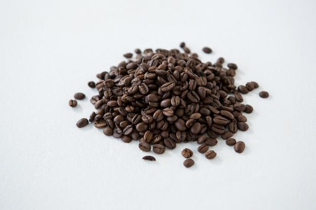 Tas de grains de café torréfiés