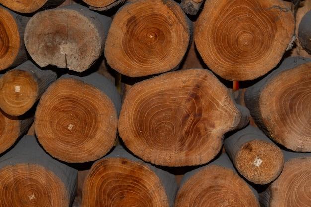 Tas de matériau de construction en bois naturel en bois. fond de texture en bois.