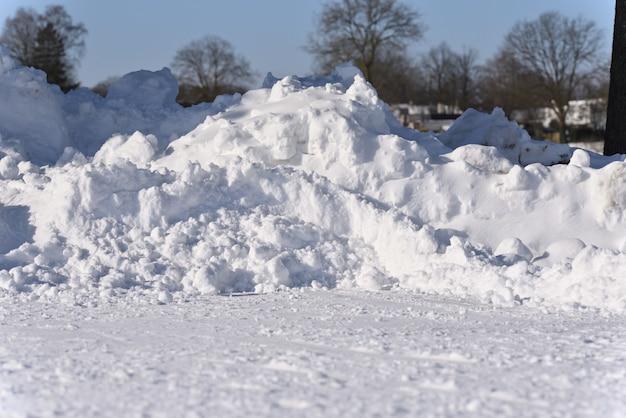 Tas de neige après le blizzard