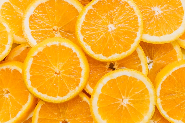 Tas d'oranges tranchées