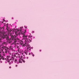 Tas de paillettes rose vue de dessus
