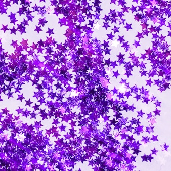 Tas de paillettes violet vue de dessus