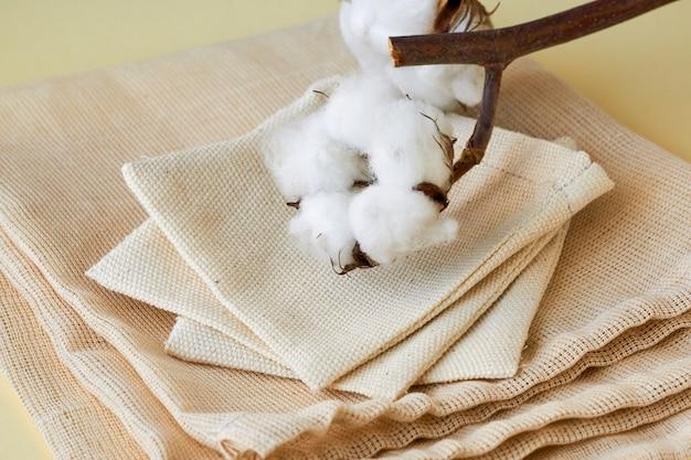 Tas de petits sacs en coton réutilisables