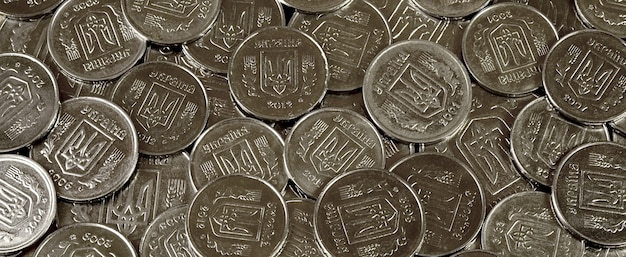 Un tas de pièces de monnaie ukrainien