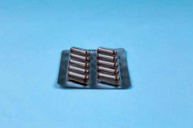 Tas de pilules médicales. pilules dans un emballage en plastique. concept de santé et de médecine