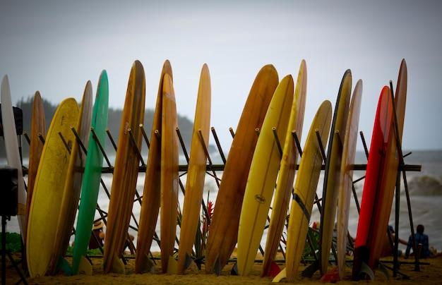 Tas de planches de surf vintage