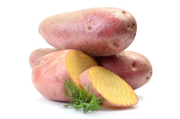 Tas de pommes de terre rouges gros plan