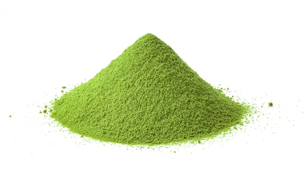Tas de poudre verte sur blanc