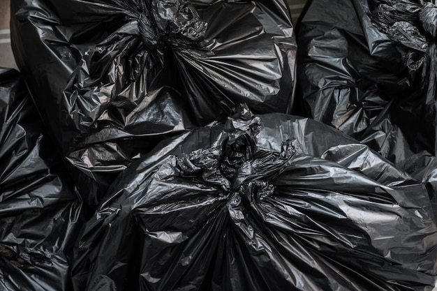 Un tas de sacs à ordures. fond de sacs poubelle.