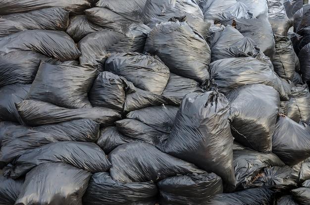 Un tas de sacs poubelles