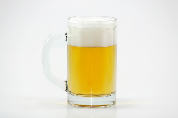Tasse de bière avec de la mousse