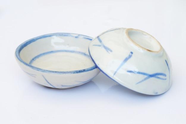 Tasse blanche de peinture bleue