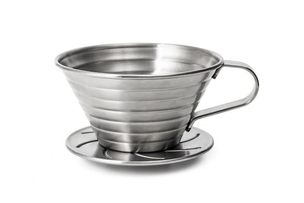 Tasse à café en acier inoxydable isolé sur fond blanc. tasses à café goutteurs.