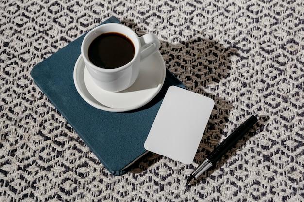 Tasse de café avec agenda