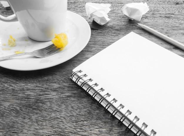 Tasse de café et une assiette