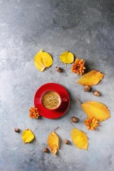 Tasse de café d'automne