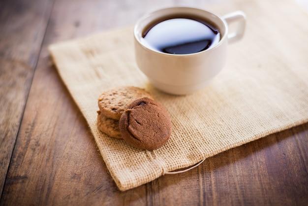 Tasse de café et biscuit