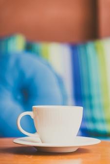 Tasse à café blanche - filtre vintage