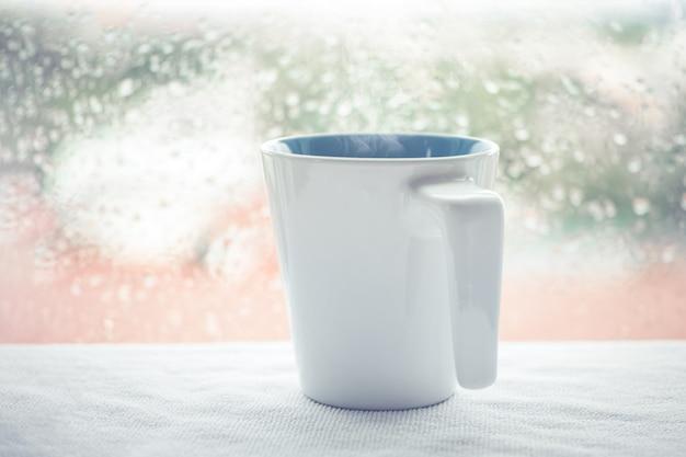 Tasse à café ou boisson chaude au café du matin