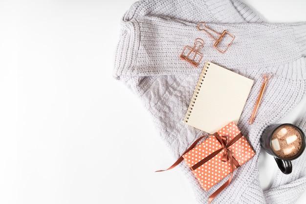 Tasse à café avec boîte-cadeau et bloc-notes