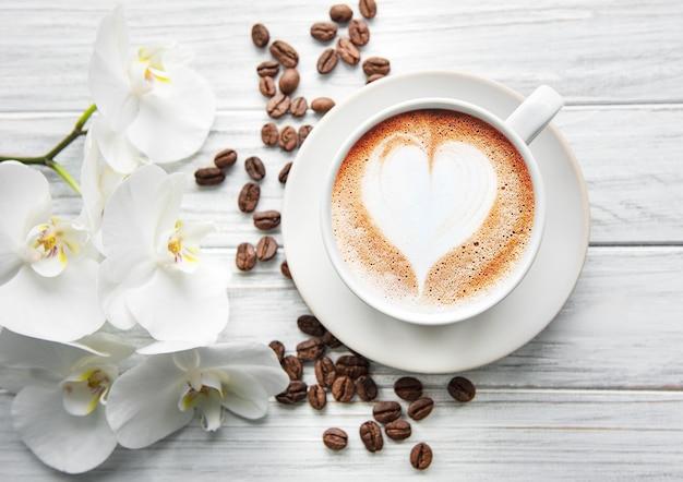 Une tasse de café avec coeur