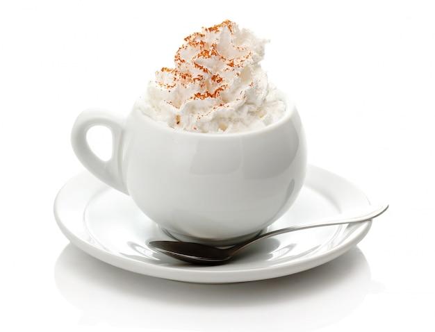 Tasse de café à la crème isolé on white