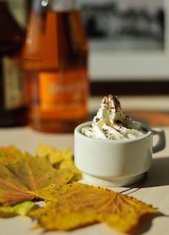 Tasse de café à la crème
