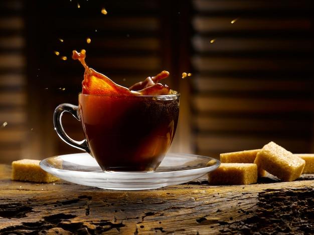 Tasse de café dans un cadre rustique