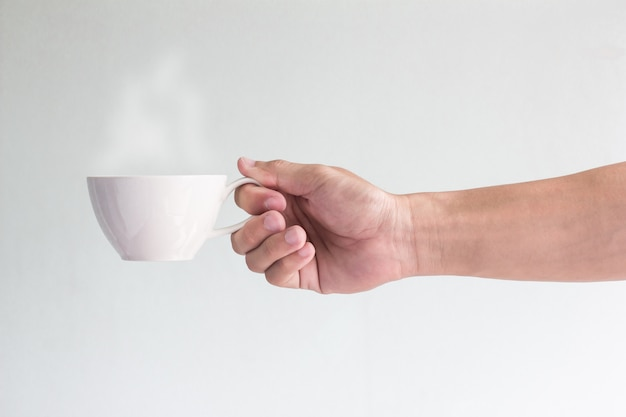 Tasse de café dans la main de l'homme