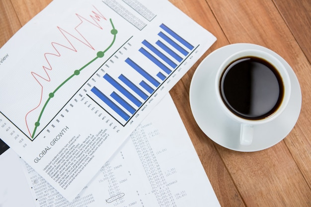 Tasse à café et document graphique