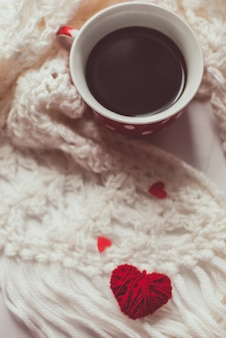 Tasse de café avec écharpe chaude