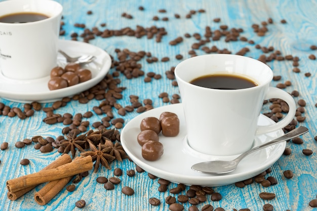 Tasse de café et étoiles d'anis