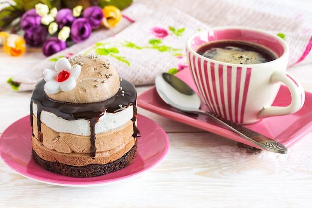 Tasse de café et gâteau