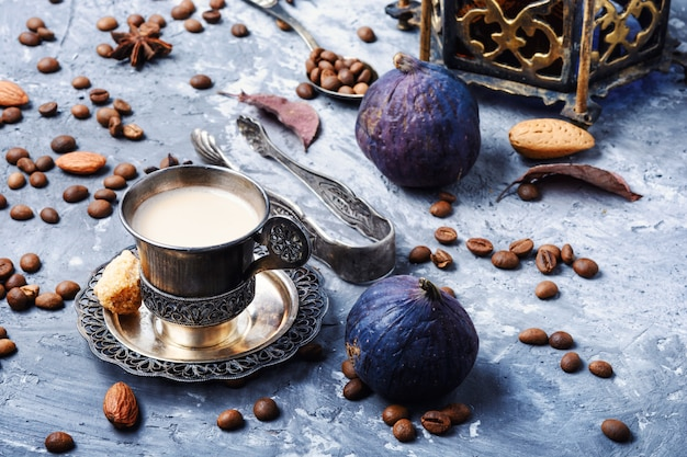 Tasse à café et grains de café