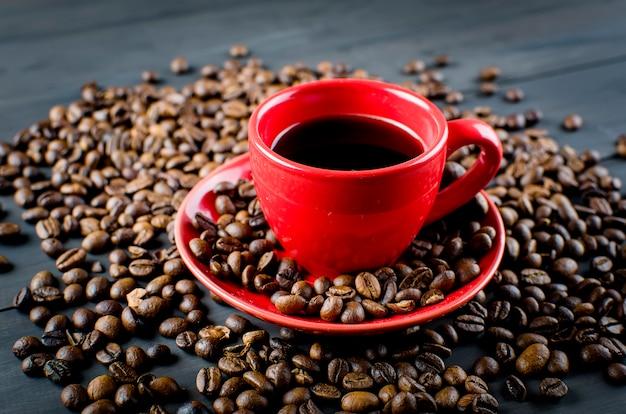 Tasse à café et haricots