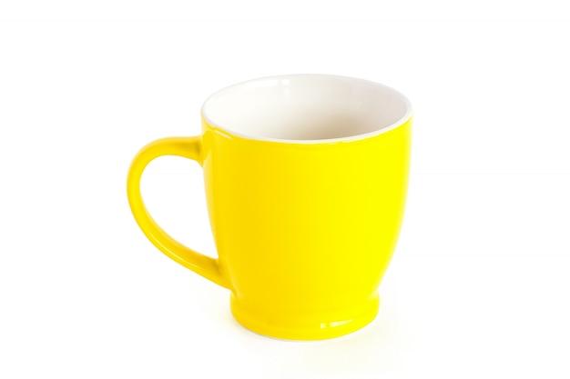 Tasse à café jaune, isolée
