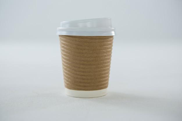Tasse à café jetable isolée