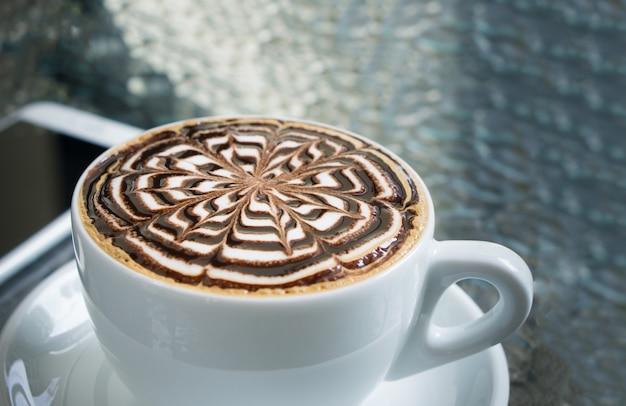 Tasse de café moka sur table