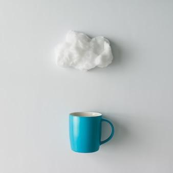 Tasse de café avec nuage de coton