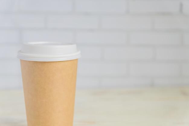 Tasse à café en papier artisanal. coff to go