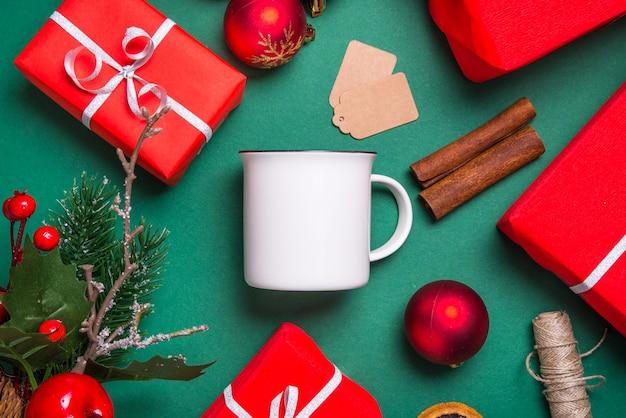 Tasse à café en porcelaine blanche vierge, tasse à plat, concept de noël