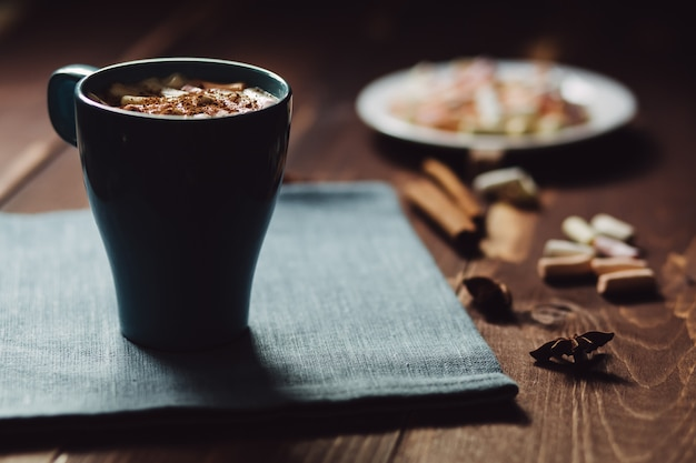 Tasse de café pour le petit déjeuner, espace copie