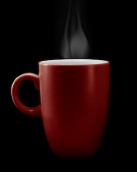 Tasse de café rouge sur surface noire