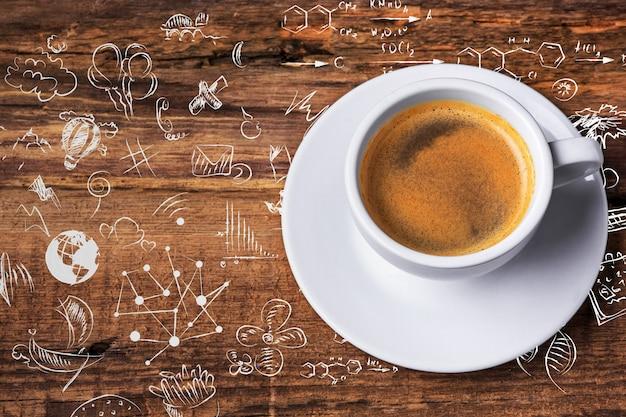 Tasse à café et sur une table en bois. l'arrière-plan du concept d'entreprise.
