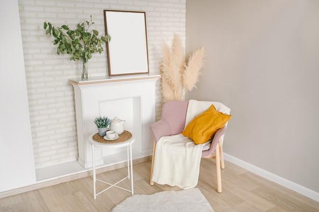 Tasse à café théière table blanche, maquette de cadre photo vide, couverture de fauteuil élégant et confortable