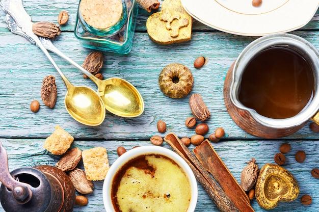 Tasse de café turc et haricot rôti