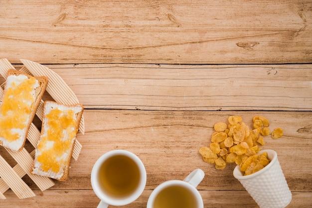 Tasse à café vue de dessus avec des céréales