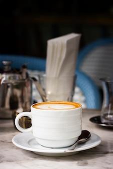 Tasse de café vue de face