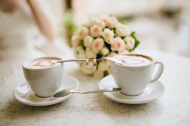 Tasse couleur café marié de mariage