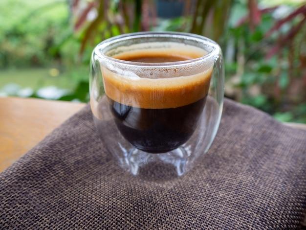 Tasse d'espresso sur la table